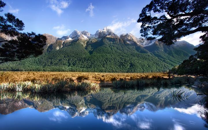"Зеркальное озеро ""Mirror Lake"" в Милфорд-Саунд"