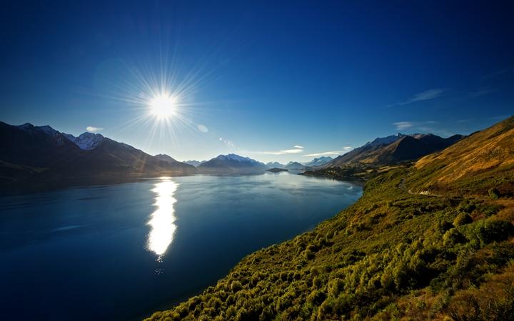Пейзаж Озеро Вакатипу в Новой Зеландии