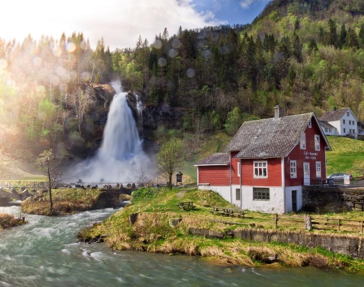 Водопад Стейндальсфоссен